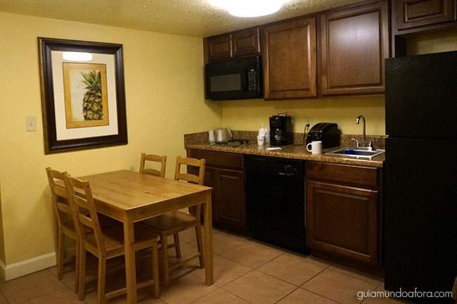 cozinha-hotel-rolando Celebration Suites Orlando - Hotel com atendimento em português
