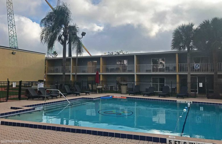 piscina-celebration-min-780x505 Celebration Suites Orlando - Hotel com atendimento em português