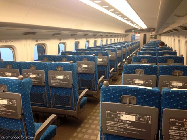 nterior-shinkansen-min-650x488 Como funciona o JR Pass no Japão? (com preços e dicas!)