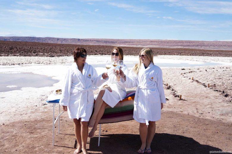 meninas-min-780x518 Lagunas escondidas no Atacama: azul do Caribe no meio do Deserto!