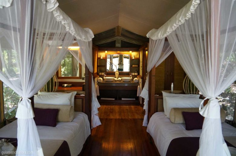 tenda luxuosa na savana