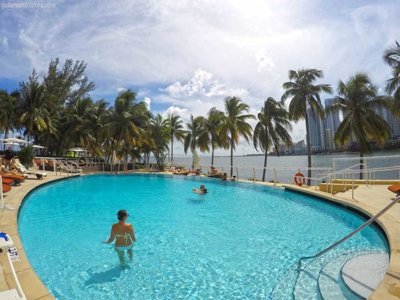 pinscina-mo-miami-min-780x585 Hotel em Miami fora da praia: Mandarin Oriental