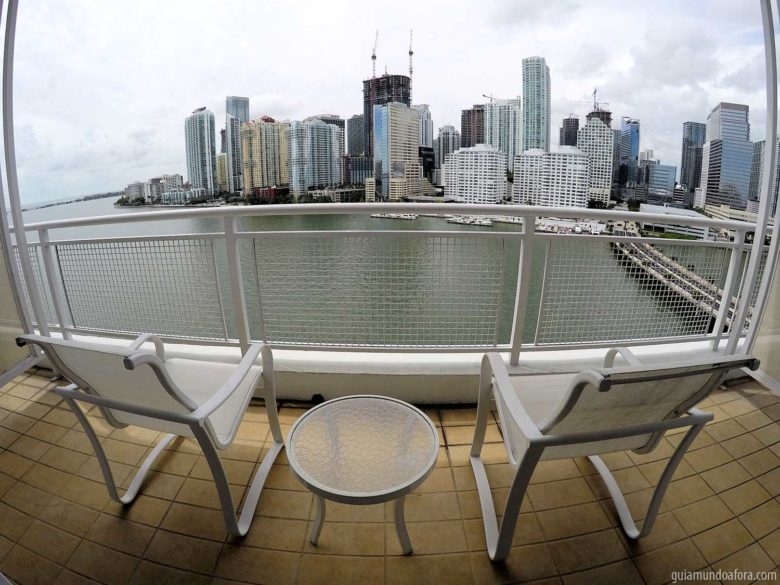 vista-quarto-varanda-min-780x585 Hotel em Miami fora da praia: Mandarin Oriental