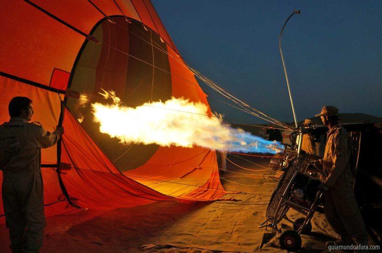balao-enchend-dubai-min-780x518 Passeio de balão em Dubai com safari: imersão no deserto!