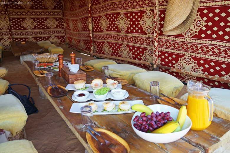 cafe-manha-deserto-min-780x518 Passeio de balão em Dubai com safari: imersão no deserto!