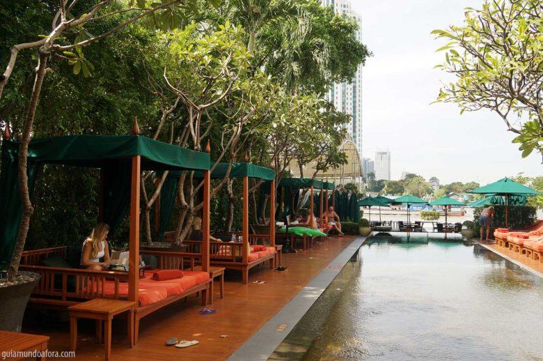piscina-mo-min-780x518 Mandarin Oriental Bangkok: conheça o hotel da realeza!