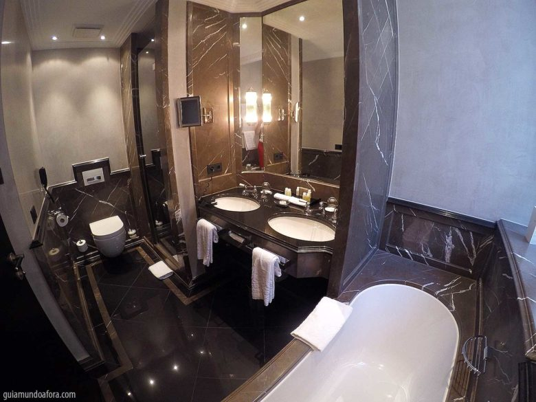 banheiro do Bayerischer Hof