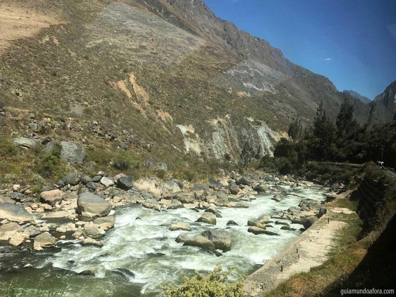 vista-caminho-aguas-calientes-min-780x585 Trem para Machu Picchu: como é o Vistadome da Peru Rail