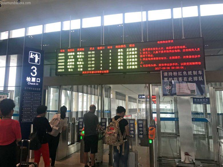 plataforma-trem-china-min-780x585 Trem na China: como comprar passagens e porque você deve usar!