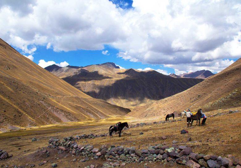 trilha-780x543 Trilha Ausangate e Vinicunca (dia 2): o lodge mais alto do mundo