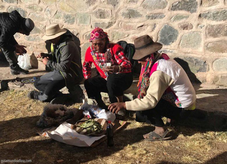 peruanos e a folha de coca