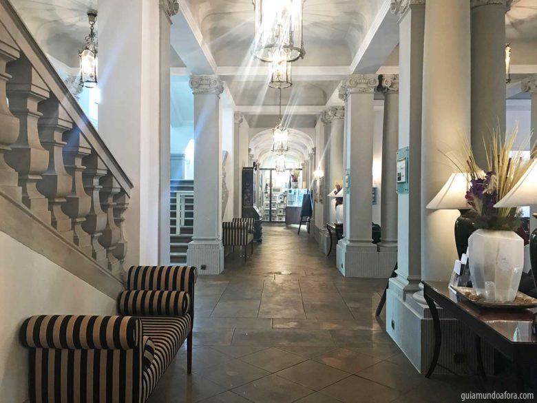 corredores-dresden-min-780x585 Dormindo em um palácio - o luxuoso hotel em Dresden Kempinski