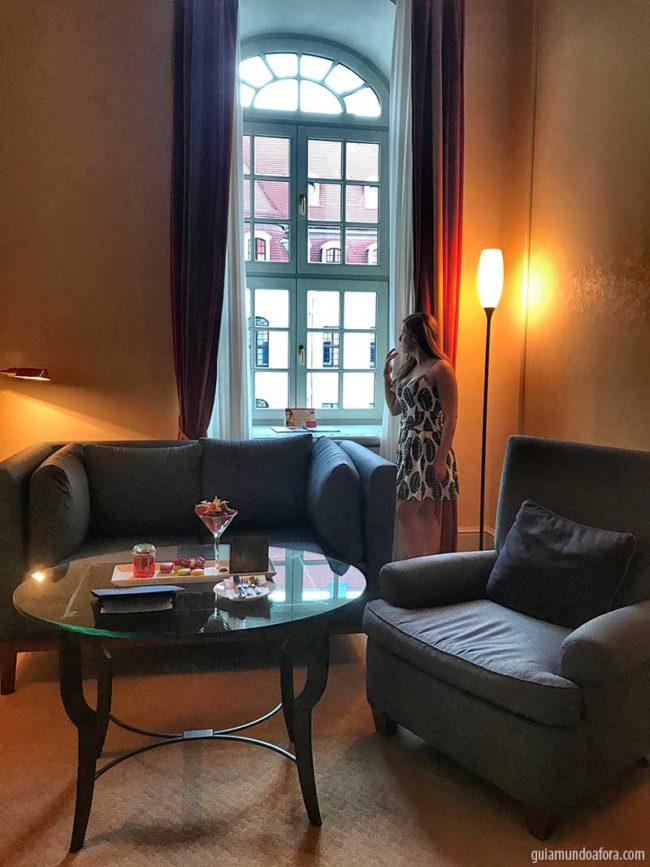 sala-kempinski-dresden-min-650x867 Dormindo em um palácio - o luxuoso hotel em Dresden Kempinski