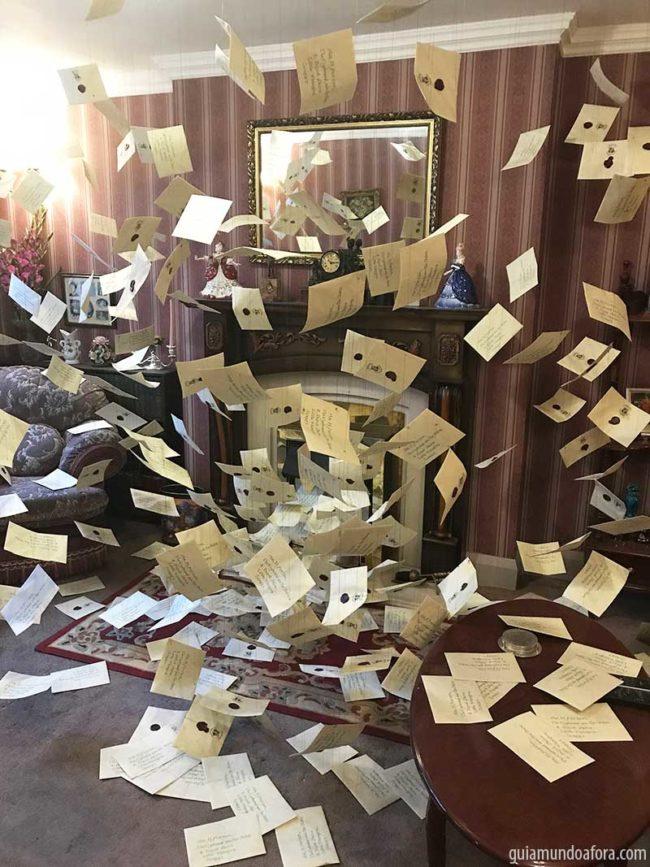 cartas-voando-hp-min-650x867 Quanto custa e como chegar nos Estúdios do Harry Potter em Londres?