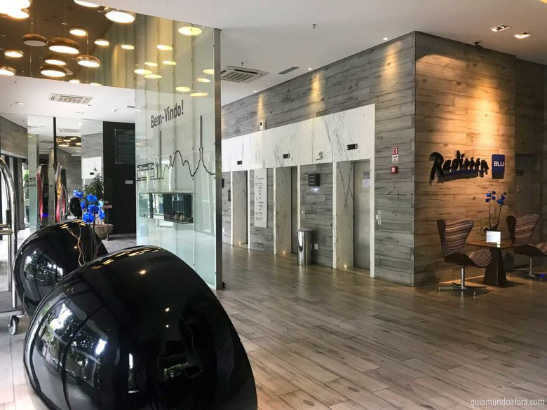 lobby-radisson-min-780x585 Onde ficar em Belo Horizonte: Radisson Blu Savassi