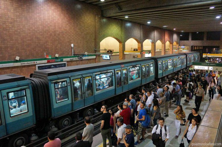 metro-santiago-min-780x518 Transporte em Santiago: Uber, Táxi ou metrô? (com preços!)