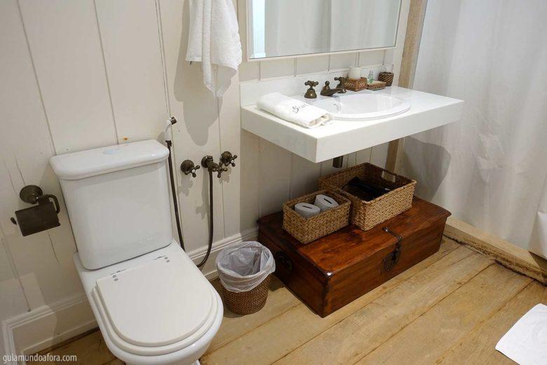 banheiro-roots-min-780x520 Hotel romântico em Monte Verde: Roots Resort