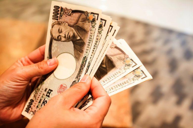 yens-min-780x520 Moeda do Japão: qual moeda levar e como funciona o dinheiro?