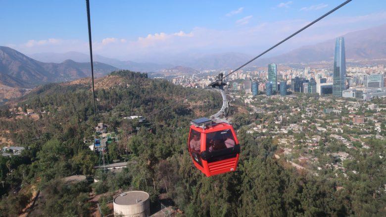 cerro-san-cristobal-teleferico-min-780x438 Cerro San Cristóbal: ande de funicular em Santiago do Chile